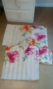 White floral stripe polycotton reversible duvet cover set GC.