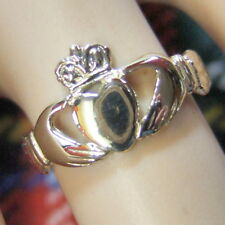 9 ct GOLD  second hand claddagh ring