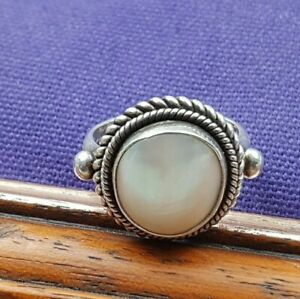 Suarti  925 Silver Mother of Pearl Ring with rope twist boarder Size R 1/2
