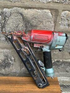 """Hitachi NT65AM4 Angle Finish Nailer  2 1/2"""" 15 Guage  Air Pneumatic Nail Gun"""