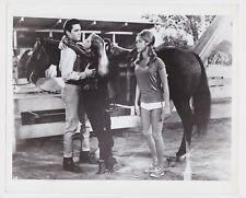 ELVIS PRESLEY TICKLE ME 1965 ORIGINAL 8X10 PHOTO WITH JULIE ADAMS & JOCELYN LANE
