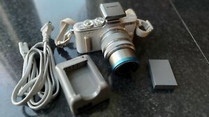 Olympus wifi PEN E-PL8 White Body with 14-42mm lens used only handfull of times