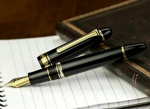 *New & Unused* Sailor 1911 Realo Black with Gold Trim Fountain Pen Medium Nib