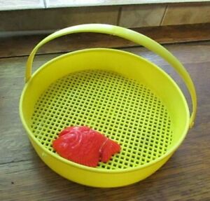 VINTAGE 1950s SOFT PLASTIC SAND TOY SIFTER AND FISH MOLD