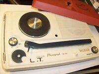 RETRO RALEIGH SMALL PLASTIC  PHONOGRAPGH  TURNTABLE UNTESTED SOLID STATE
