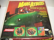 Topps Mars Attacks Terror In The Sky Ufo Spacecraft model kit 4210 w/3 cards Nib