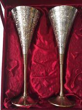 RARO ARGENTO EPNS E GOL Placcato Inciso in OTTONE Calice Decorativo Set Di 2 H-23cm