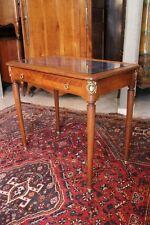 Bureau table écrire début XXe en noyer blond de style Louis XVI