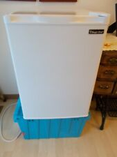 New listing Magic Chef 2015 White Table top Refrigerator Freezer 2.6cu.ft Pre-owned great!