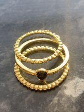 BNWT chic 3 Oro Slim impilamento anelli con pietra nera