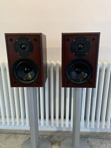 YAMAHA NS-B10 BASS REFLEX SPEAKERS EXCELENT QUALITY .