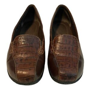 Clarks Bendables Womens  35589 Size 8.5 Brown  Leather Slip On Croc Print Loafer