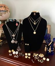 Lot 25 Pieces Signed Designer Jewelry Trifari Monet Napier Lisner Danecraft Best