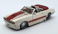 Maisto 1/24 Scale 01153 - 1965 Chevrolet Camaro SS - White/Maroon