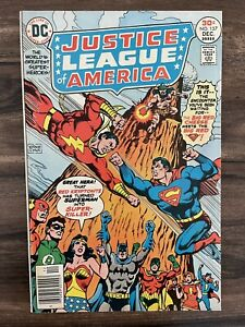 JUSTICE LEAGUE OF AMERICA #137-SUPERMAN FIGHTS SHAZAM-RED KRYPTONITE VF/NM 9.0