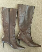 BARRATTS . LADIES BROWN LEATHER , KNEE HIGH BOOTS . SIZE 6 . RRP £90 .