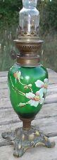 Petite Lampe à Pétrole en verre émaillé d'époque Art Nouveau