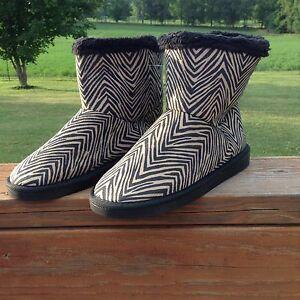 NWT Vera Bradley Booties-Zebra Sz Medium