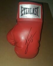 Everlast boxing glove signed by Julio Cesar Chavez Jr