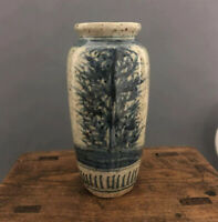 Chinese old porcelain with blue and white porcelain vase