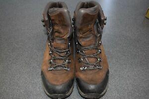 Vasque Mens St. Elias Goretex Hiking Leather BOOTS 7160, Brown, Size 12M