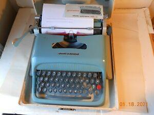 VINTAGE OLIVETTI UNDERWOOD STUDIO 44 PORTABLE TYPEWRITER IN CASE