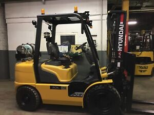 2015 Hyundai 6000 Lb Solid Pneumatic Forklift  2 Stage Mast SS/FP only 3700 HR