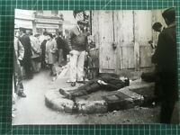 DD032 Photos TBE 29x21 cm Pierre Domenech - circa 1960 - Mort dans la rue...