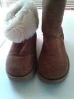 UGG Australia Women's 5825 Classic Short Sheepskin Boots Chestnut Size 6M EU 37