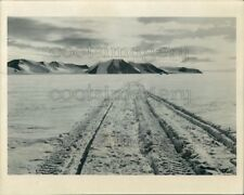 1959 Press Photo Tracks Across Snow Leading to Mountains Crossing Antarctica