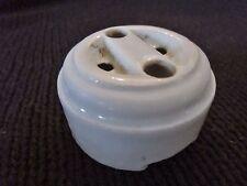 Ancienne prise électrique en porcelaine monobloc
