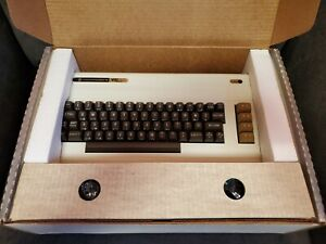 ***NEVER USED***Commodore VIC-20 Vintage Computer (1982 Model)