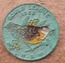 1968 NSW GOULD LEAGUE OF BIRD LOVERS BADGE YELLOW TAILED THORNBILL