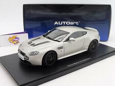 "AUTOart 70251 # Aston Martin V12 Vantage S Coupe Bj. 2015 "" silbermetal. "" 1:18"