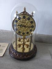 ancienne horloge a poser Hermle sous cloche horloge a pile vintage deco germany