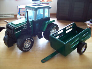VINTAGE 1990'S METAL NYLINT GREEN FARM TRACTOR AND CART METAL MUSCLE