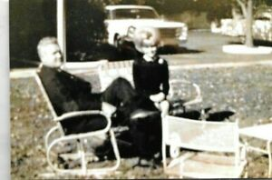 RARE ELVIS CANDID PHOTO FATHER VERNON AND DEE PRESLEY 1962 AT GRACELAND
