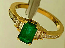 Emerald and Diamond, 18 Kt yellow gold ring