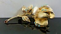 VINTAGE BEAUTIFUL GOLD TONE FLOWER TURQUOISE GLASS CABOCHON METAL BROOCH PIN