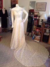 Fabulous 1940/50's Wedding Gown/Net Lace & Satin w/Tulle Flounces/Long Train