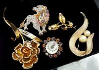 Job Lot of 5 Vintage brooches.
