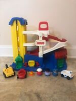1995 Vintage Fisher Price Little People Parking Garage 4 Cars 3 Ppl 3 Cars