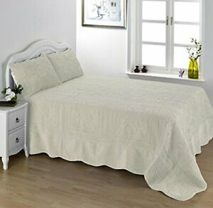 Lightweight Cream Double Size Bedspread Set Comforter And Pillow Shams 239x264cm