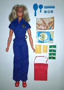 Vintage Kenner Bionic Woman Jaime Sommers Action Figure Doll Mission Purse +More