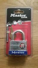 BRAND NEW IN PACKET MASTER LOCK 51MM LAMINATED STEEL PADLOCK 5EURD WITH 2 KEYS