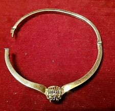 Ancien Bracelet femme, plaqué or,Bracelet surmonté de perles et une pierre rouge