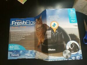 Petmate Deluxe Fresh Flow Purifying Water Pet Fountain, Reduces Splashing