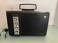 Vintage Sears Executive II Dual Power Radio with power. Tested Works