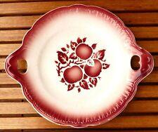 Plat à gâteaux à anses en faïence de Longwy, décor pommes rouges, très bon état