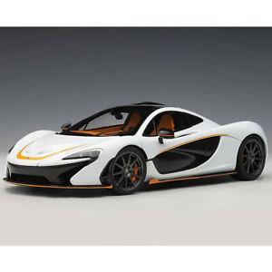 AUTOart McLaren P1 1:18 Model Car Alaskan Diamond White / Black Accent 76064